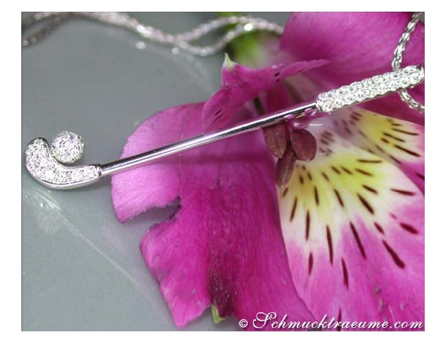 Beautiful Golf Club Diamond Pendant in White gold 18k