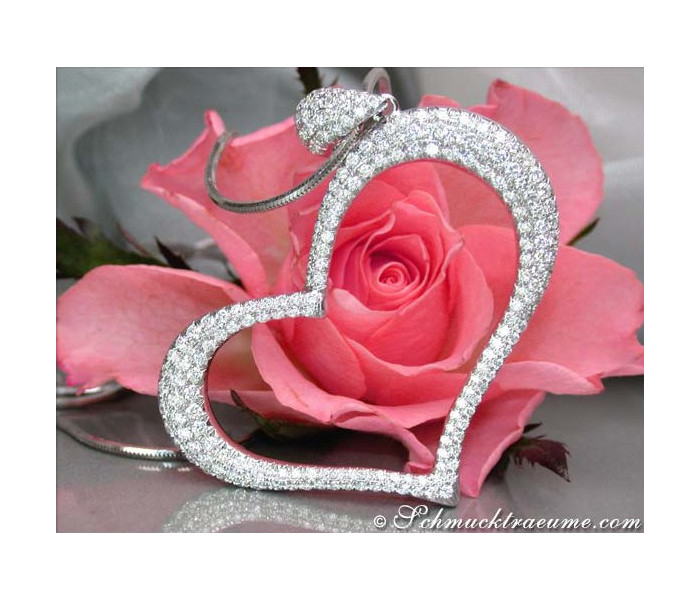 Fascinating Diamond Heart Pendant (2,09 ct.)