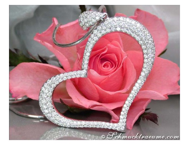 Fascinating Diamond Heart Pendant