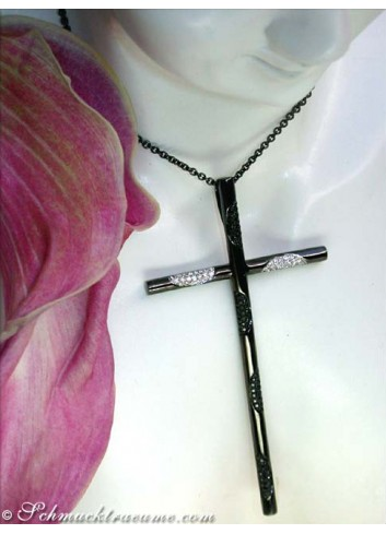 Exceptional diamonds cross pendant with black diamonds