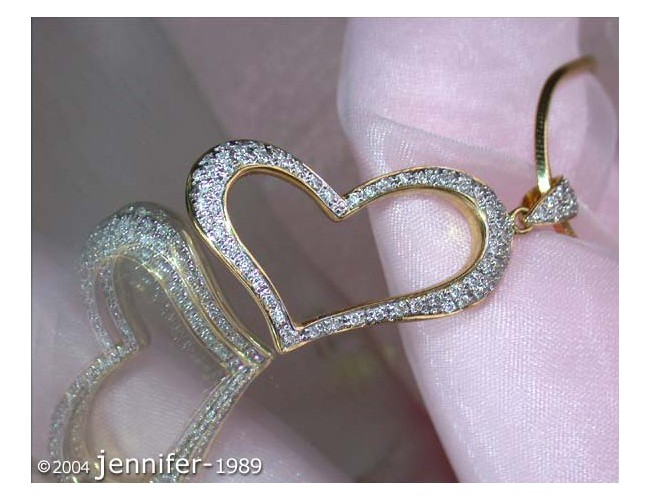 Enchanting Diamond Heart Pendant in Yellow Gold