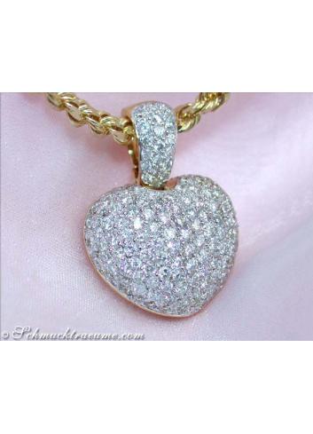 Pretty Diamond Heart Pendant in Yellow Gold