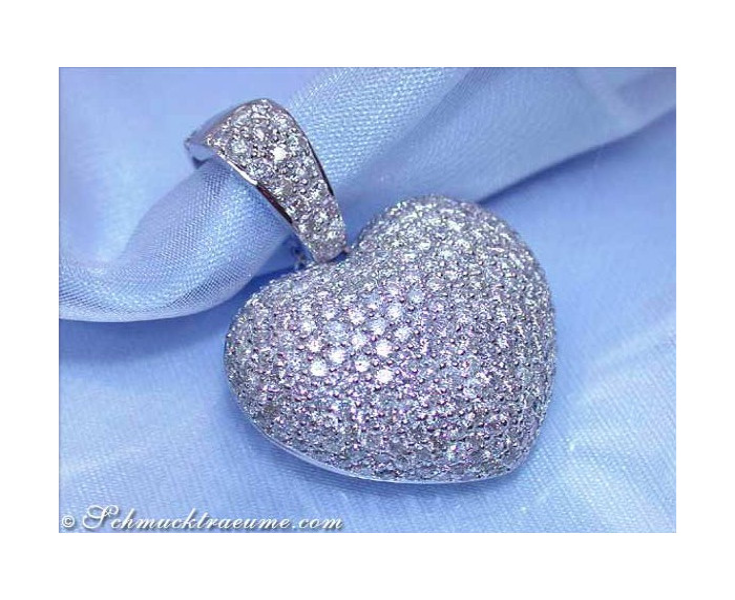 Precious diamond heart pendant