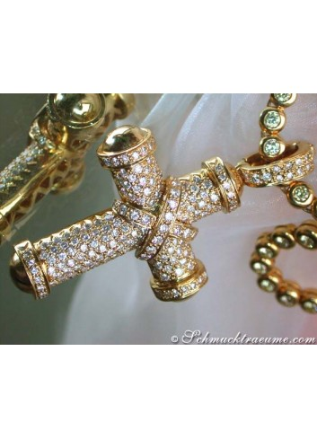Stately Diamond Cross Pendant in Yellow Gold 18k