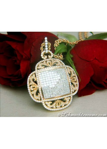 Spectacular Diamond Pendant of Finest Workmanship