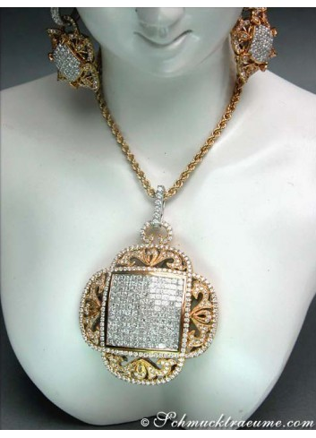 Spectacular Diamond Pendant