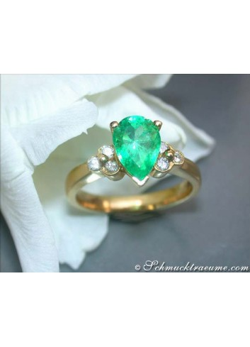 Pretty Emerald Drop Diamond Ring