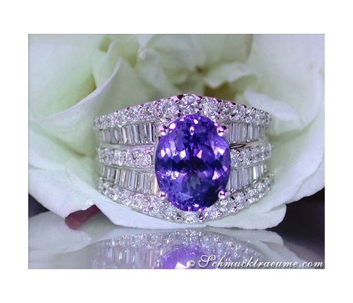 Glamorous Tanzanite Diamond Ring
