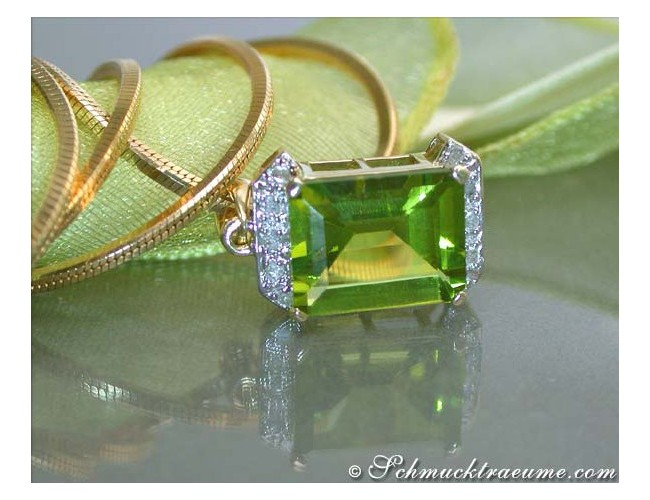 Beautiful Peridot Diamond Pendant