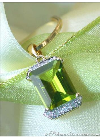 Feiner Peridot Anhänger mit Diamanten