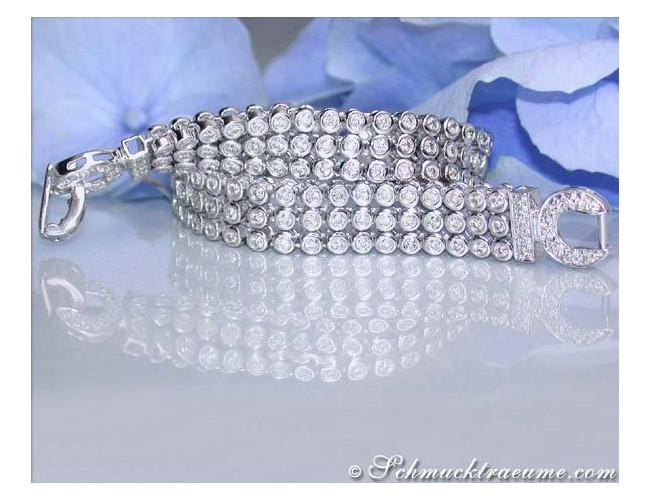 Attractive Diamond Bracelet in White gold