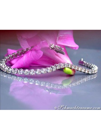 High-profile diamonds tennis bracelet