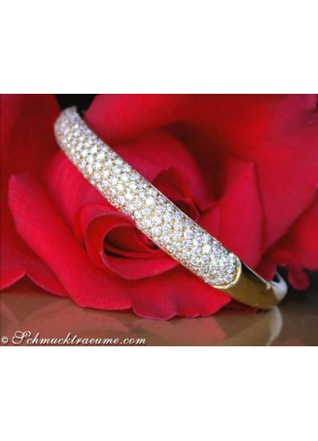 Magnificent Diamond Bangle in Yellow Gold