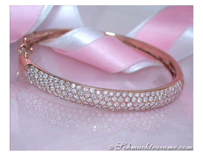 Pretty Diamond Bangle in Rose gold