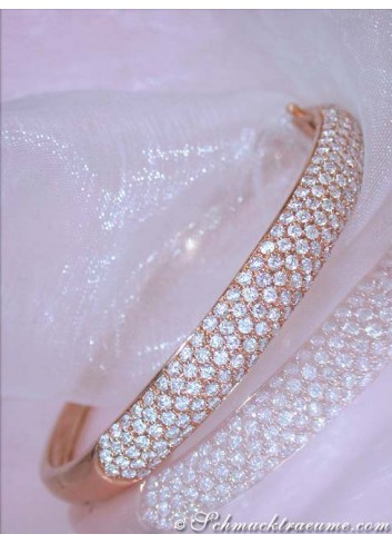 Pretty Diamond Bangle in Rose gold