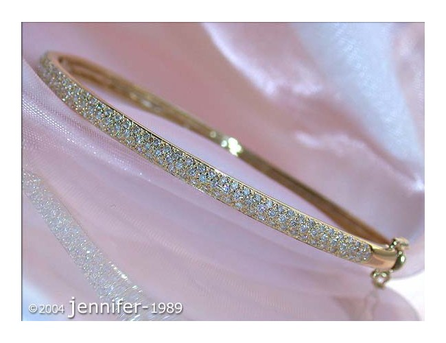 Beautiful Diamond Bangle in Yellow gold 14k