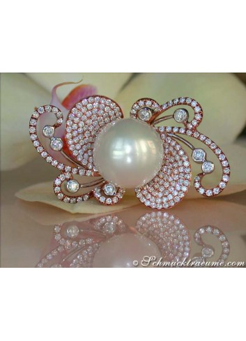 Extravagant South Sea pearl ring with diamonds