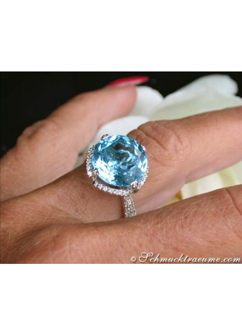 Exquisite Blue Topaz Ring with Diamonds
