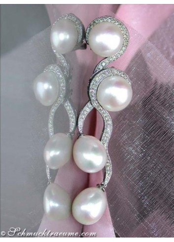 Curved cultured pearls diamonds stud earrings