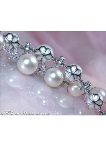 Pretty Freshwater Pearl Bracelet in White gold 14k