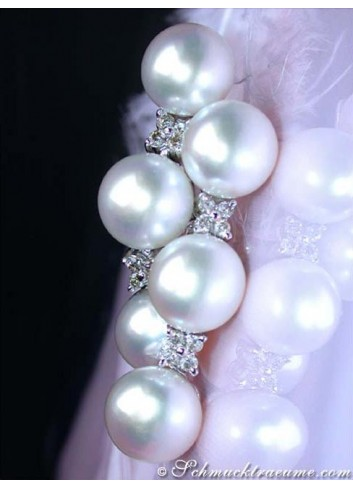 Pretty Dangling Earrings with Freshwater Pearls