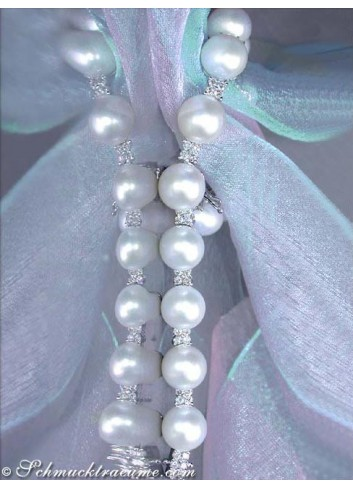 The finest cultured pearls diamonds bracelet