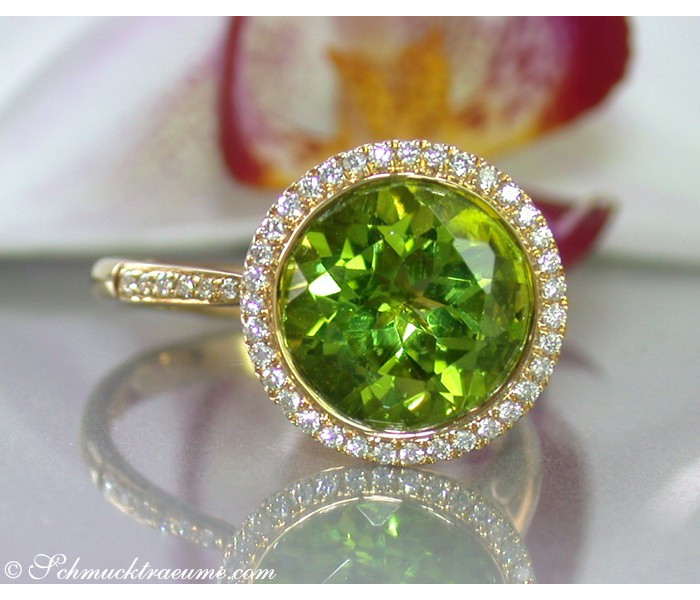 Interesting Peridot Diamond Ring