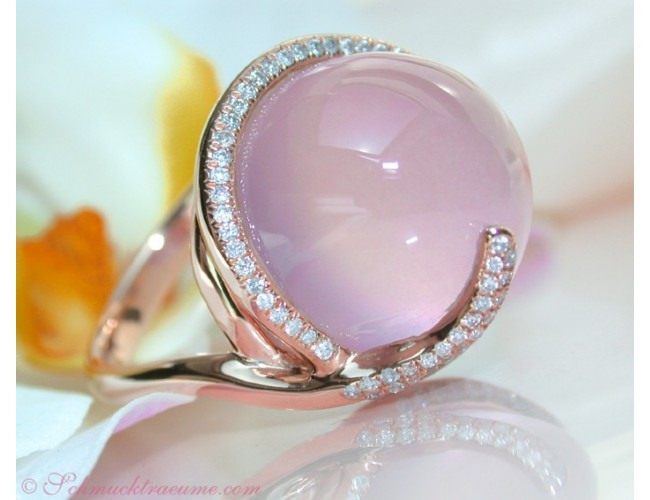 Beautiful Rose Quartz Diamond Ring