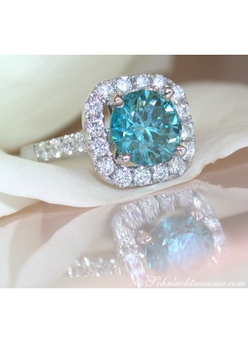 Exquisite blue diamond solitaire ring
