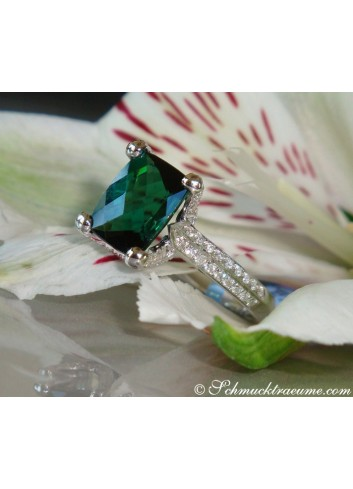 Feminine Green Tourmaline Ring with Diamonds