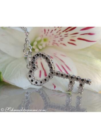 Schwarze Diamanten Schlüssel Anhänger