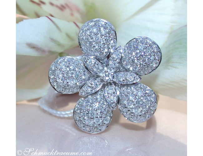 Feminine Diamond Flower Ring