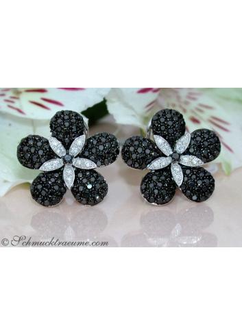 Blumen Ohrstecker mit schwarzen Diamanten & Brillanten