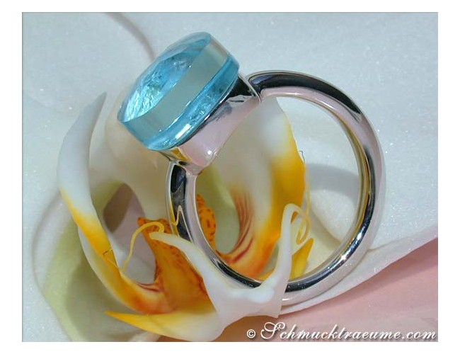 Pomellato Nudo Ring Blau Topas Weißgold
