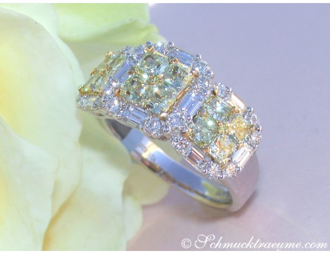 Luxurious yellow & white diamond ring