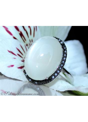 Mondstein Ring mit schwarzen Diamanten