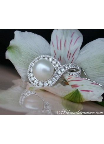 Exquisite Southsea Pearl Pendant with Diamonds