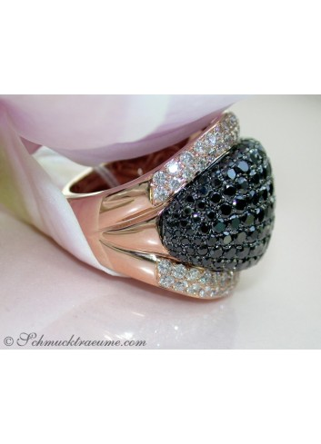 Opulent ring with black & white diamonds