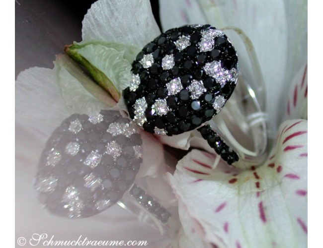 Fancy diamonds ring with black diamonds