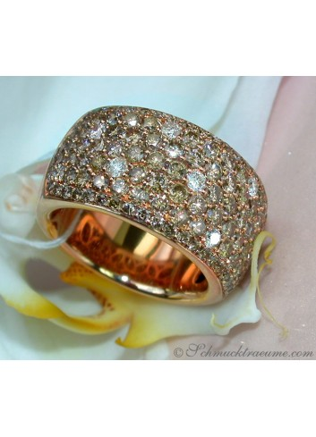 Magnificent ring with natural brown diamonds