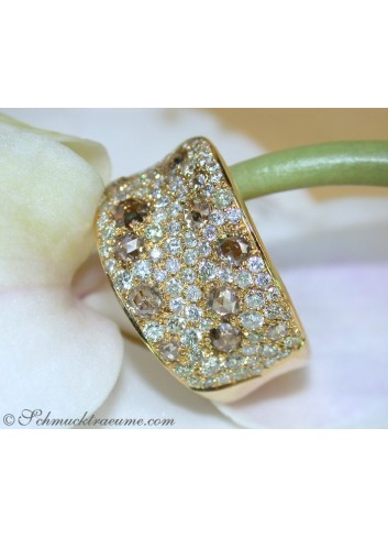 Handsome ring with white & natural brown diamonds
