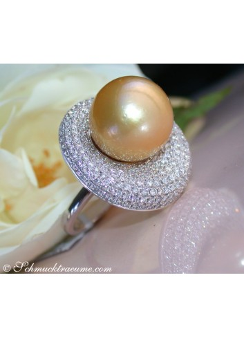Impressive Diamond Ring with a Golden Southsea Pearl