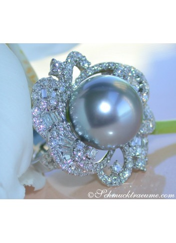 Gorgeous Tahitian Pearl Ring with Diamonds