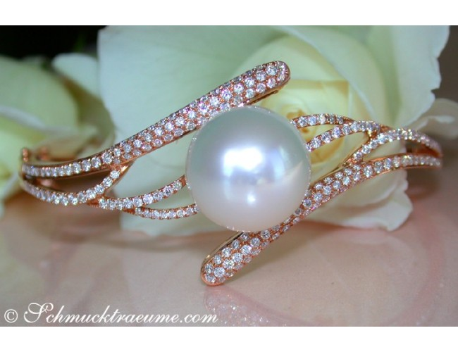 Exquisite Diamond Bangle with a white Southsea Pearl