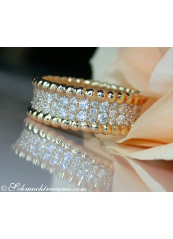 Exquisite Diamond Eternity Ring in Yellow gold 18k