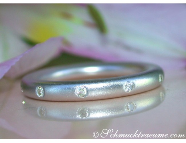 "Enchanting Diamond ""Starry Sky"" Band in White gold"