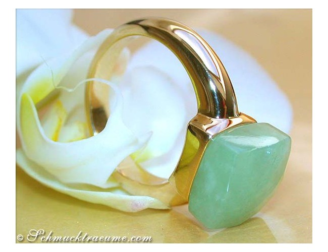 Pretty Green Jade Ring