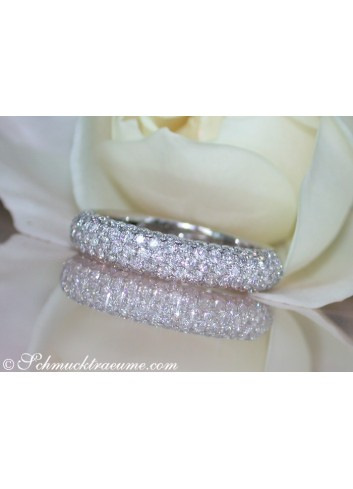 Picture Perfect Diamond Pavé Ring in White gold