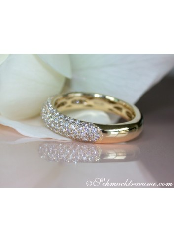 Picture Perfect Diamond Pavé Ring in Yellow gold