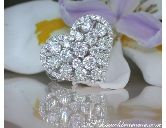 Exquisite Diamond Heart Ring